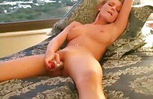 उसे स्वादिष्ट बिल्ली को पथपाकर सेक्स करने वाली सेक्सी मूवी