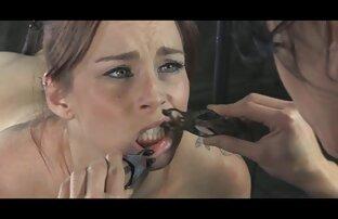 एक सेक्स वाली मूवी तंग जगह में ब्रश